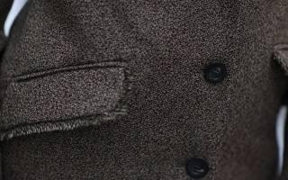 Как очистить одежду от шерсти кошки? Как легко почистить или постирать шерстяное пальто в домашних условиях
