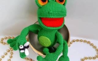 Вязаные игрушки крючком лягушка с описанием. Лягушка клава, вязанная крючком. Вязаная лягушка крючком. Схемы для вязания и видео мастер-класс