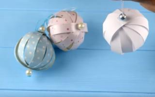 Шары из цветной бумаги к новому году. Что такое кусудама? Как ещё можно украсить новогодние шары на ёлку: идеи с отпечатками пальцев, витражными красками, солью