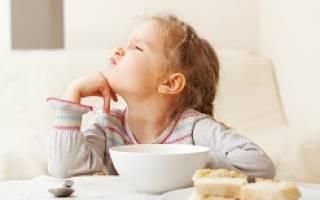 Почему ребенок отказывается от еды 1 год. Ребёнок отказывается от еды, что делать советует доктор Комаровский