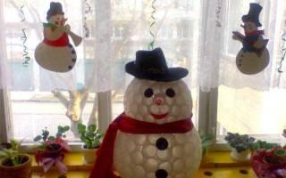 Как сделать снеговика из материала своими руками. Необходимые материалы, чтобы сделать снеговика из пластиковой бутылки в домашних условиях. Как сделать поделку из пластиковых стаканчиков, пошаговая инструкция