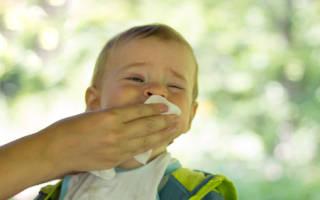 Ребенок отрыгивает фонтаном после кормления. Почему после кормления смесью ребенок срыгивает? Советы молодым мамам. Срыгивания у грудничков: лечение положением