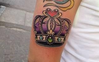 Значение тату корона на ноге. Фото и эскизы короны — примерь на себе титул