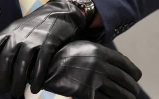 Как почистить любое пальто в домашних условиях. Резиновые перчатки и специальные рукавицы