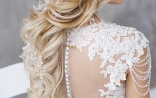 Прическа к закрытому атласному свадебному платью. Свадебная прическа – сделайте себя королевой торжественного дня