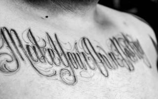 Tattoo надписи на руке. Тату надписи. Татуировки надписи. Значение татуировки надписи. Способ номер один — игольный