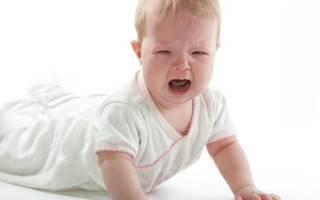 Ребенок упал с дивана: действия мамы. Ребенок упал с дивана или кровати вниз головой: какие будут последствия, что делать, что говорит Комаровский