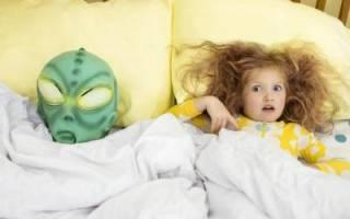 Почему ребенок боится темноты. Что делать, если ребенок боится темноты и спать один в комнате