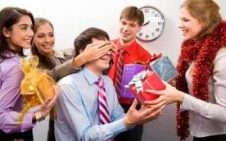 Идеи для подарков коллегам на Новый год: недорогие и креативные варианты. Что подарить на Новый год сотрудникам недорого: яркий список отличных идей
