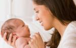 На какой день младенец начинает видеть. Когда ребенок начинает видеть осознанно: различать лица, предметы и цвета. Развиваем зрение и слух крохи