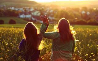 Статусы про подругу лучшую со смыслом короткие. Лучшие статусы про лучших подруг