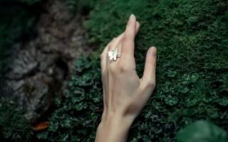 Серебряное кольцо на каком пальце носить. На каком пальце носить кольцо? Значение колец